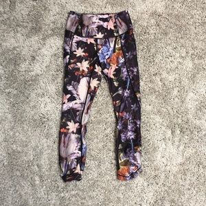Calia by Carrie Underwood floral capris
